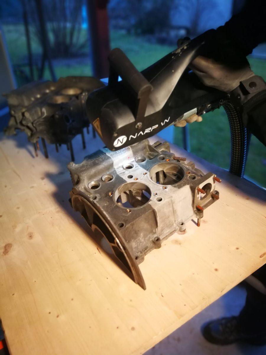 čištění bloku motoru laserem, odstraňování nečistot laserem